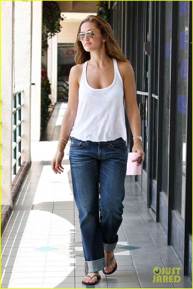 minka kelly busy week 13