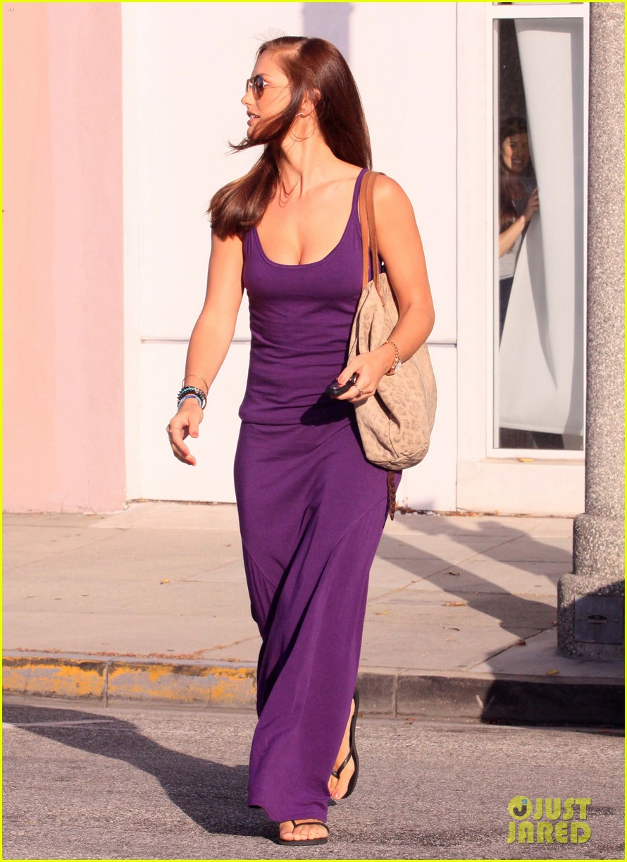 minka kelly leaving byron tracy 04