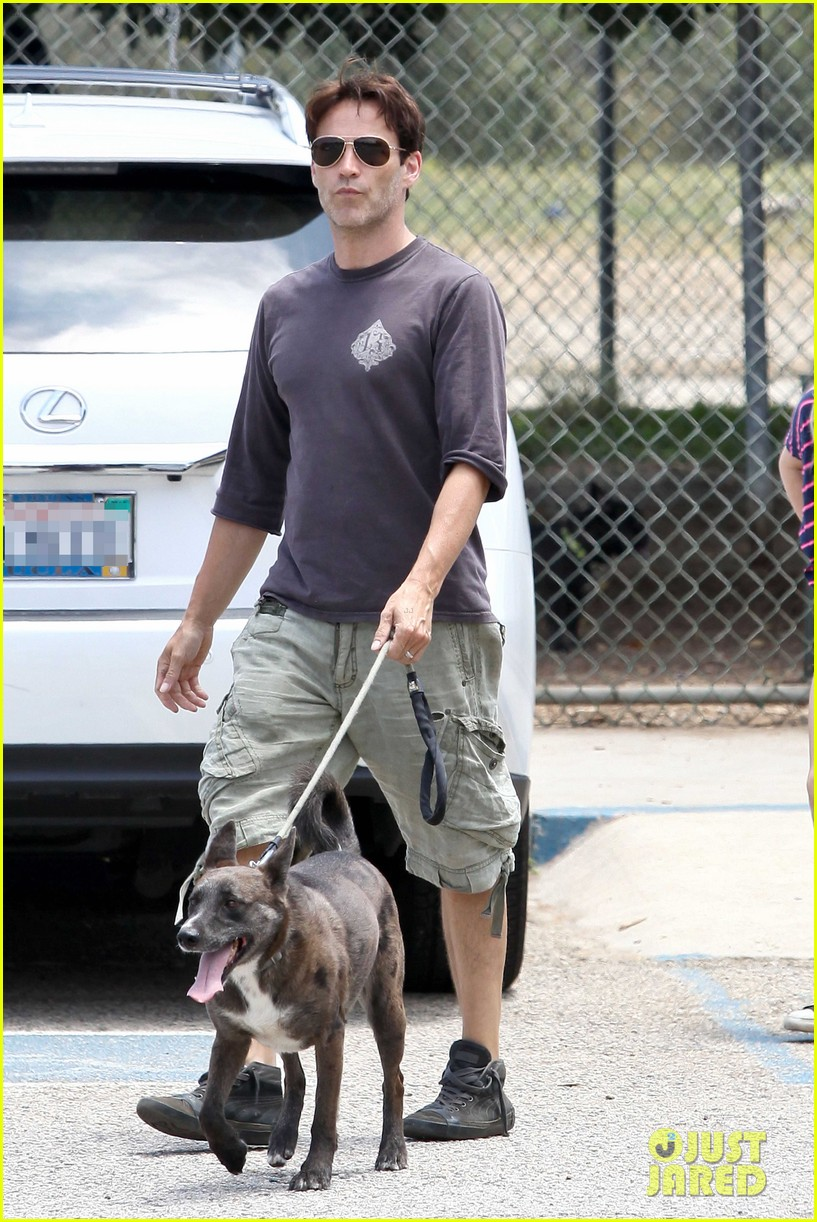 stephen moyer walking dogs with lilac 08