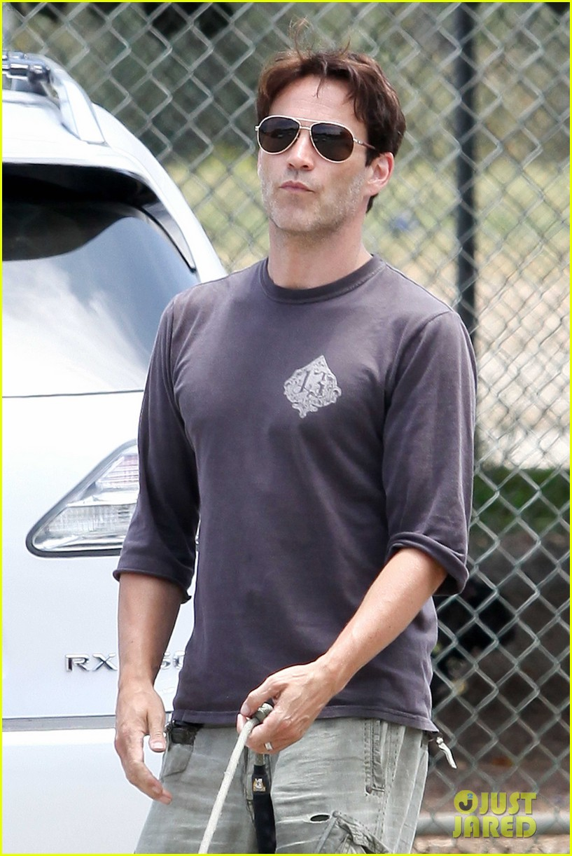 stephen moyer walking dogs with lilac 132669938
