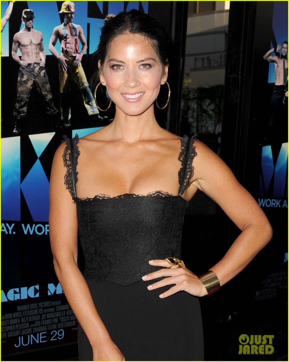 olivia munn sophia bush magic mike premiere 04