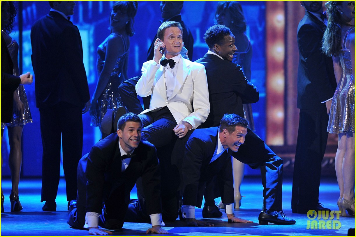 neil patrick harris tony awards 2012 host 01