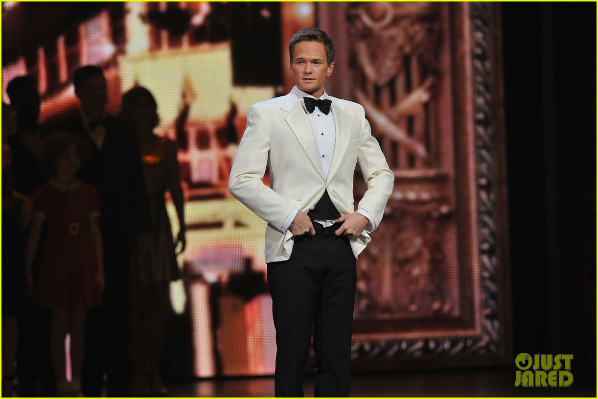neil patrick harris tony awards 2012 host 05