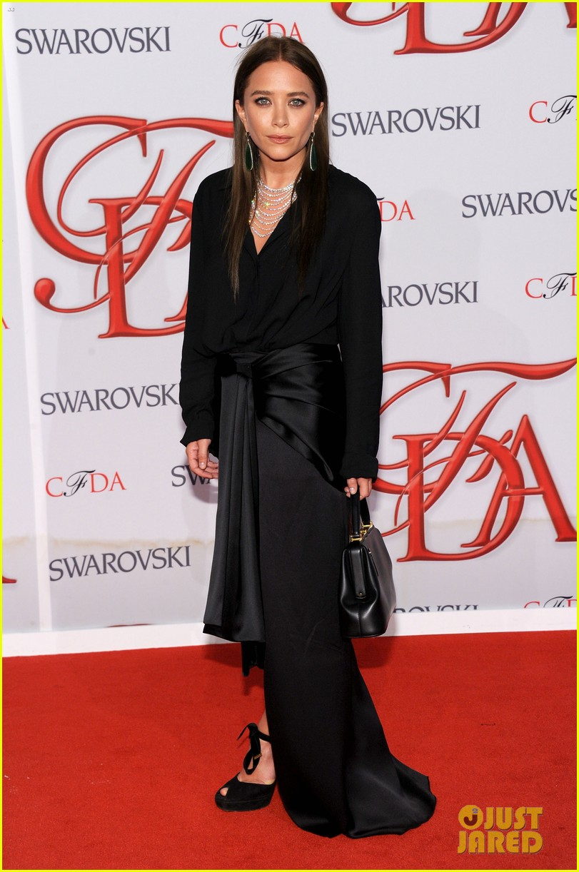 mary kate ashley olsen cfda fashion awards 2012 01