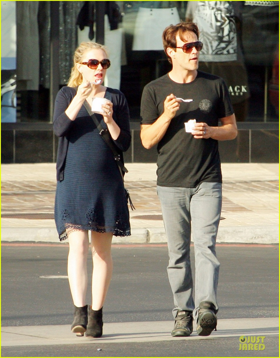 anna paquin pregnant pinkberry 03