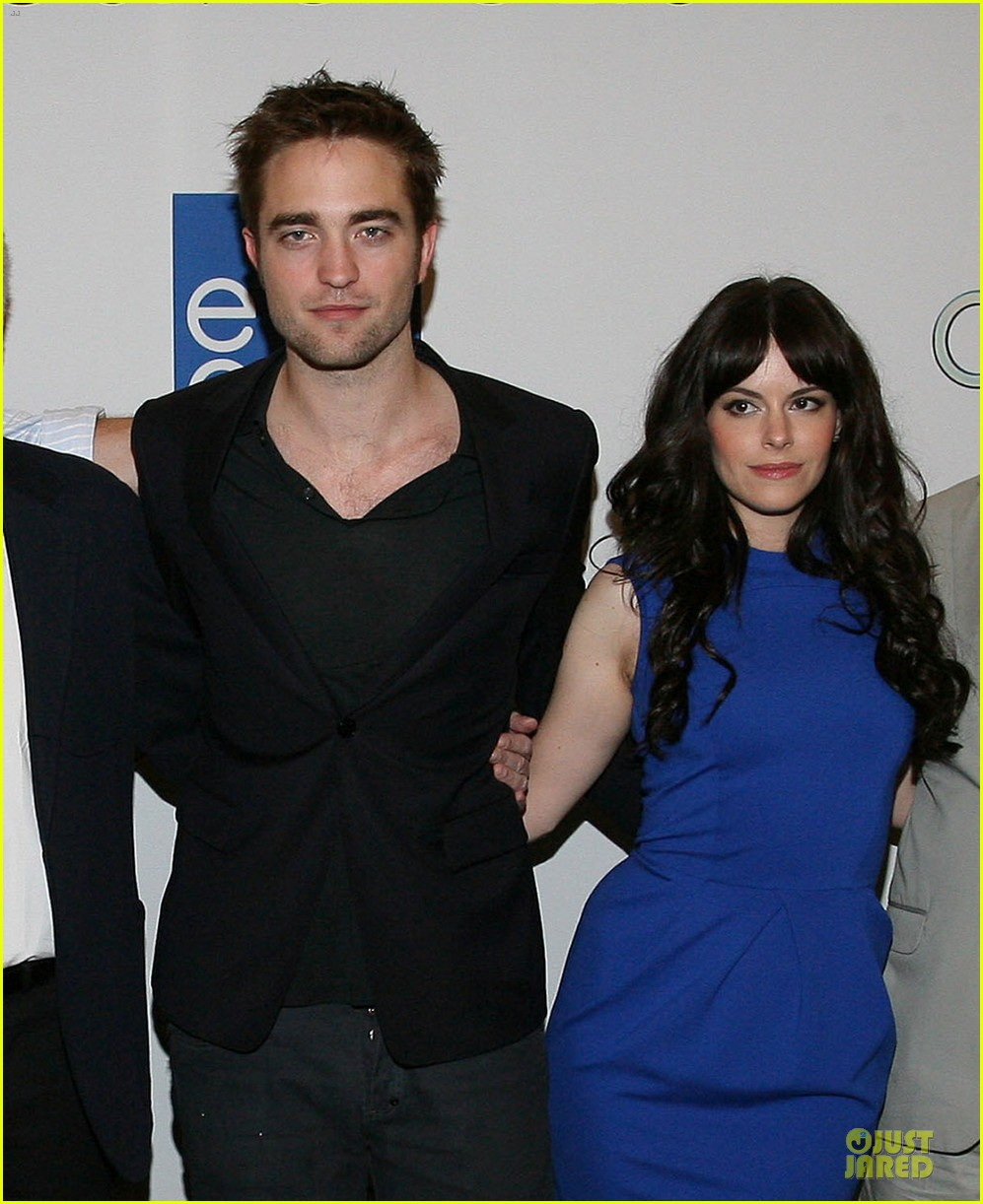 robert pattinson cosmopolis toronto photo call 01