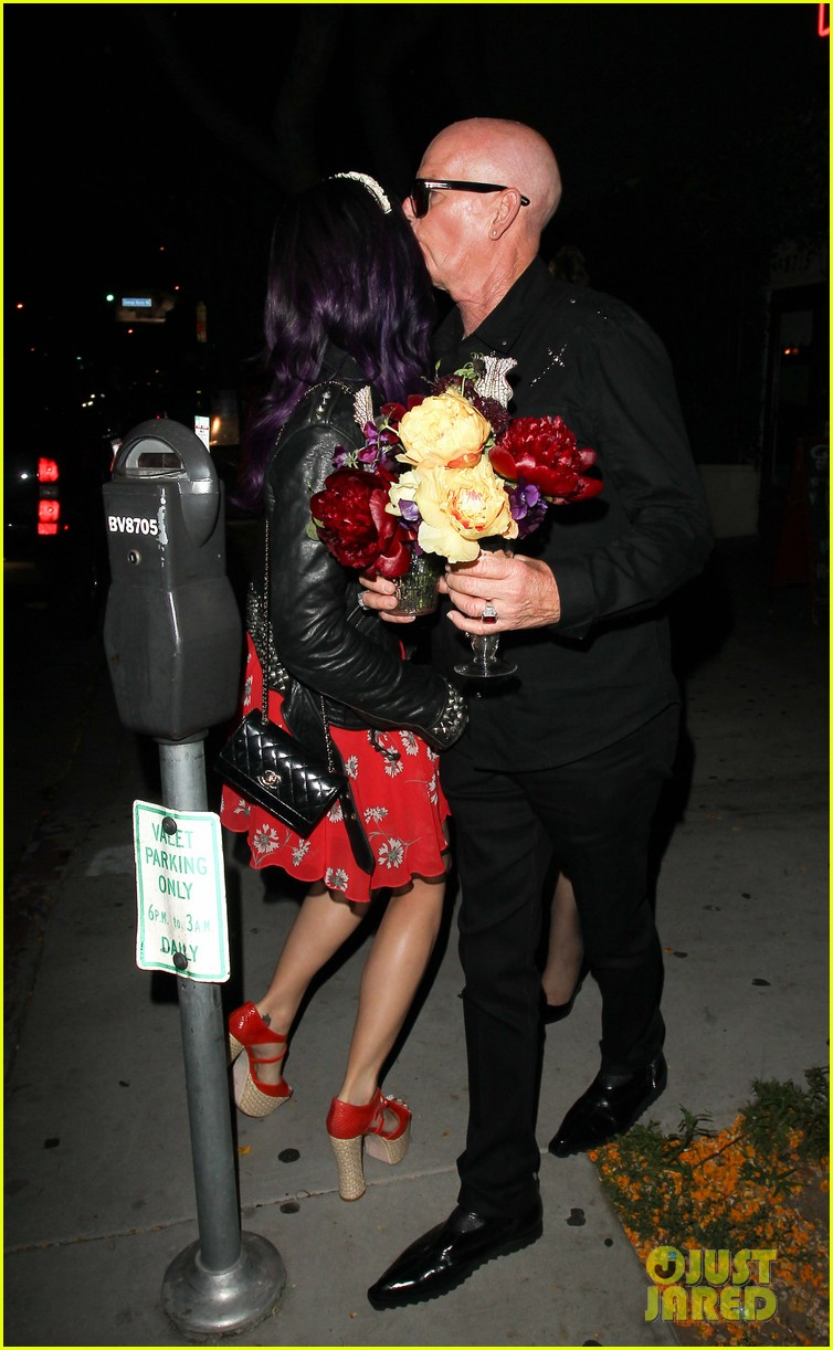 katy perry fathers birthday dinner at dominicks 02