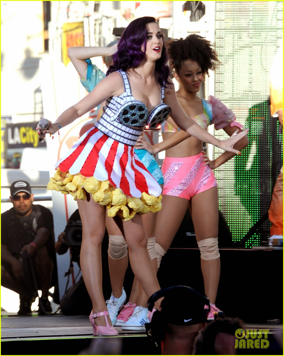 katy perry wide awake performance at part of me premiere 17