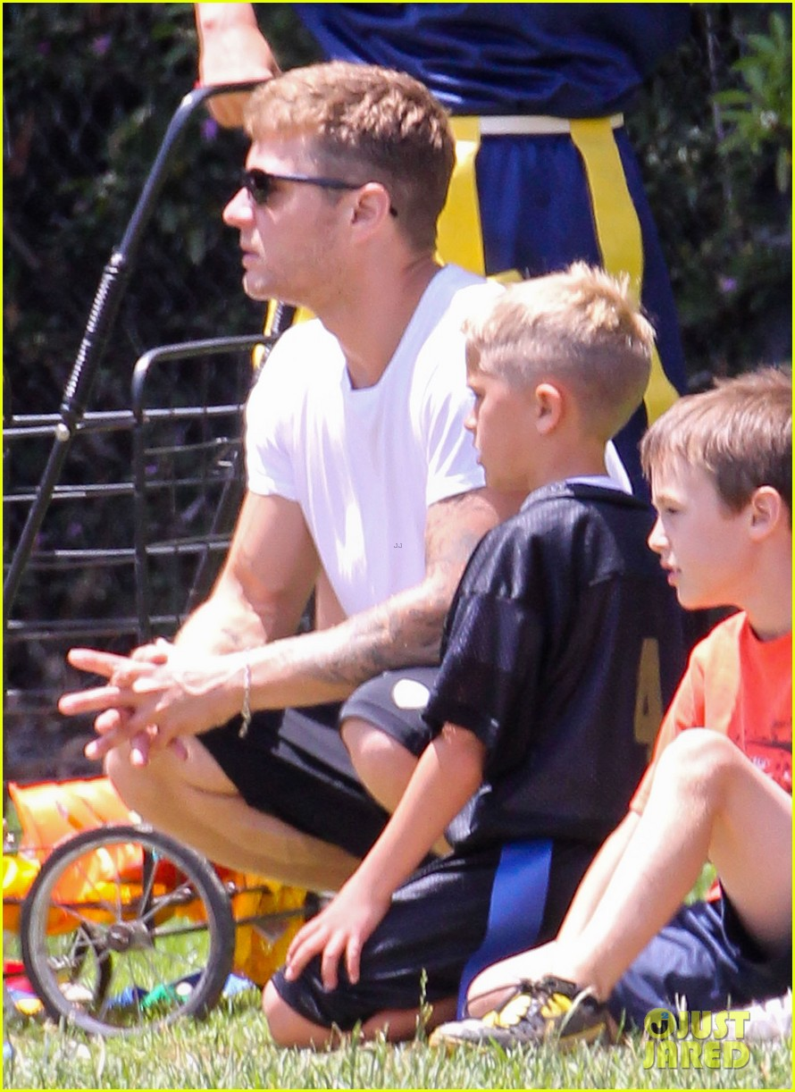 ryan phillippe reveals toned abs at deacons game 03