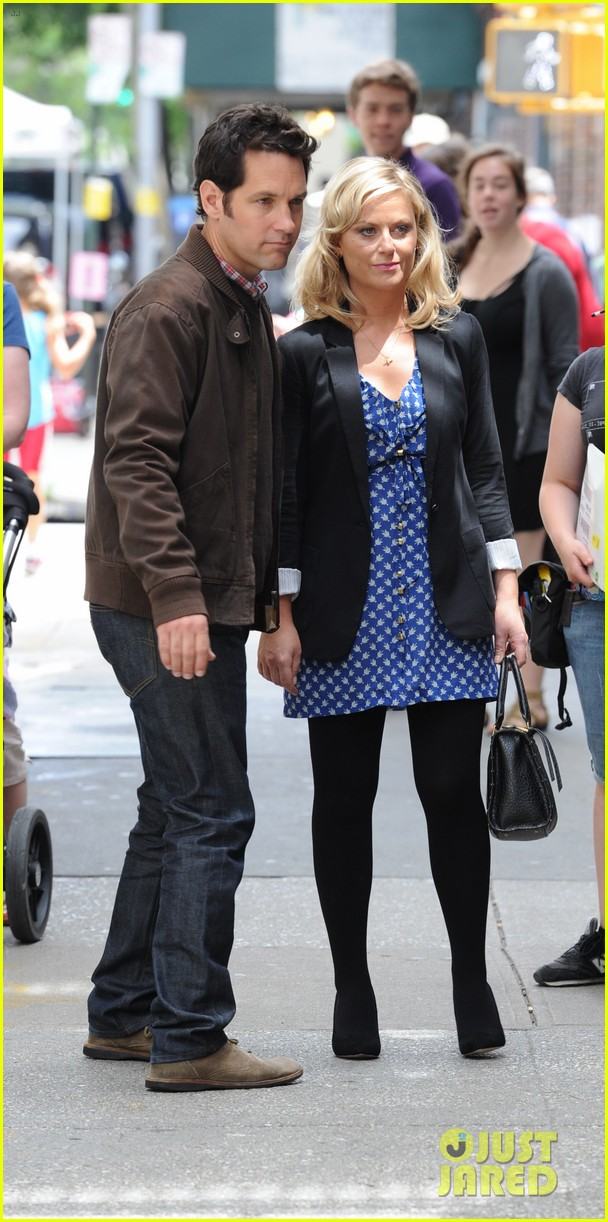 amy poehler they came together set with paul rudd 03
