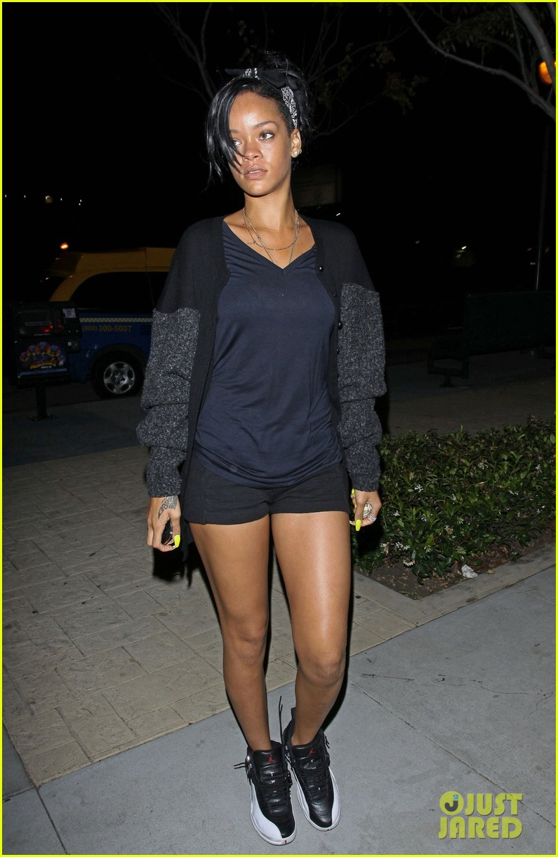 rihanna late night coffee 05