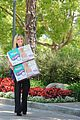 sarah michelle gellar piles up the pampers 04