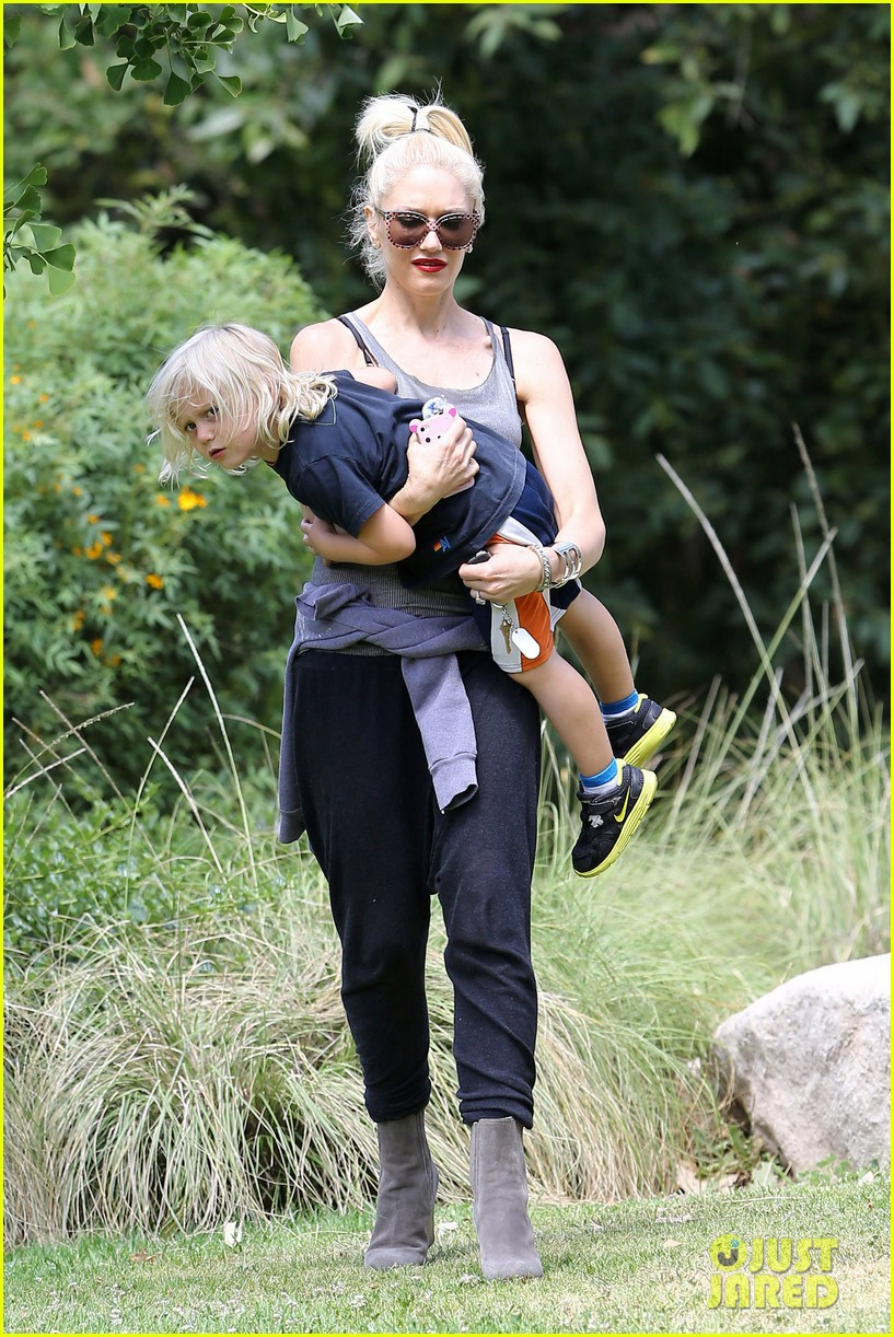 gwen stefani park with zuma 01