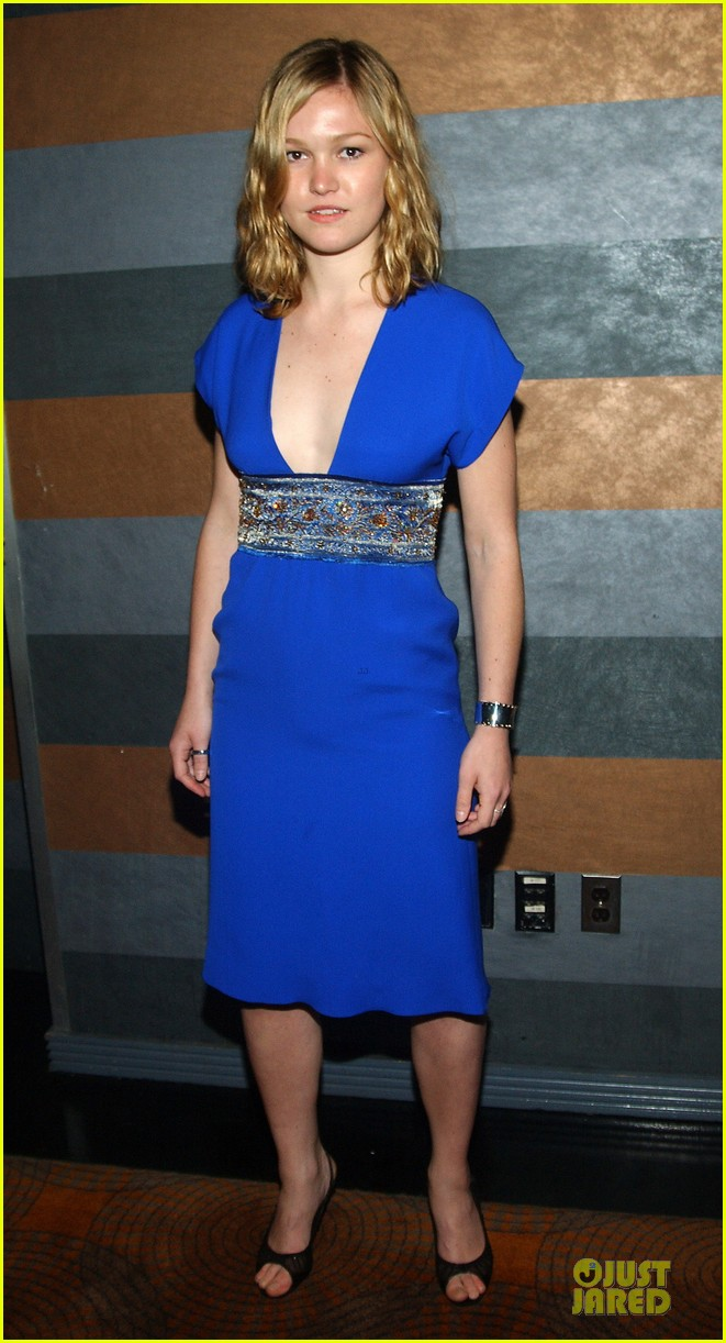 julia stiles blue wrapped post 032672332