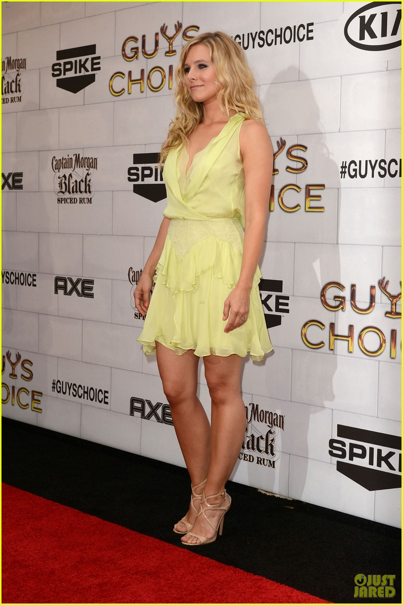 emma stone guys choice awards kristen bell 02