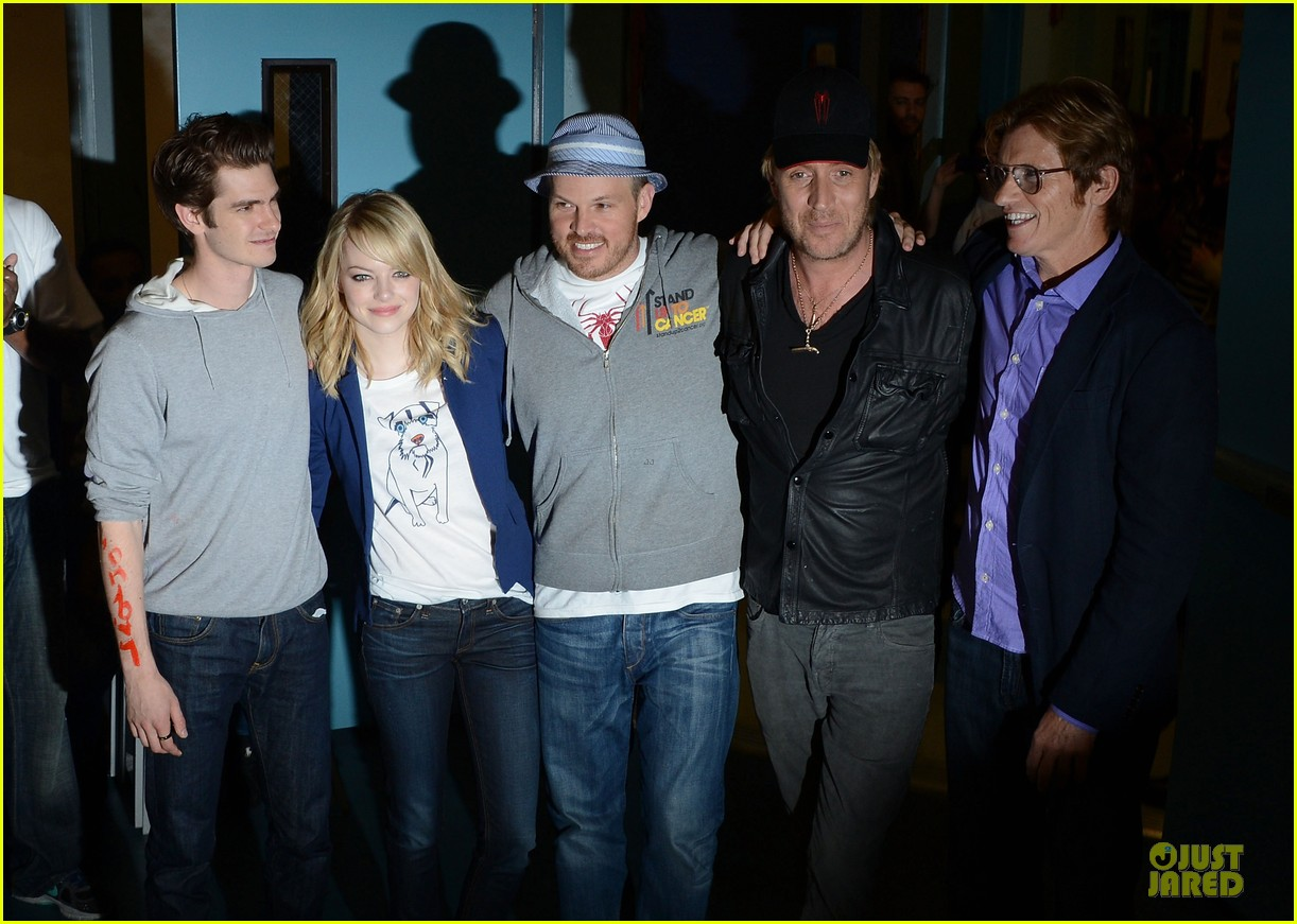 emma stone andrew garfield stand up volunteer 08