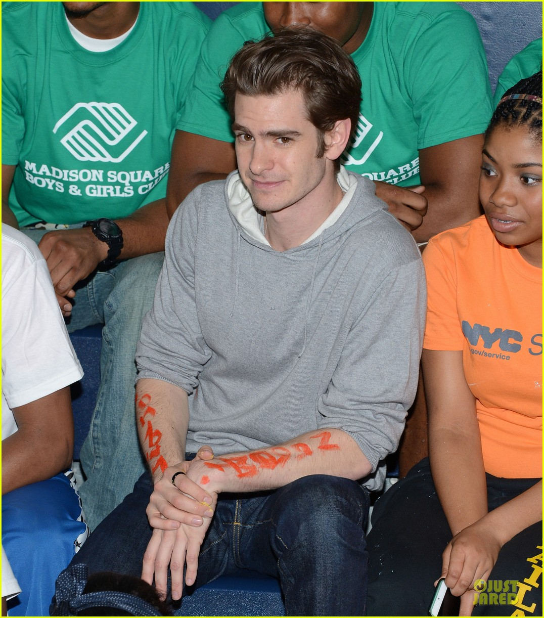 emma stone andrew garfield stand up volunteer 11