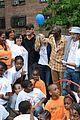emma stone andrew garfield stand up volunteer 05