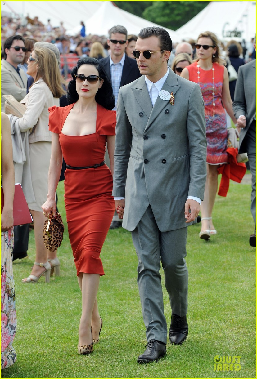 dita von teese douglas booth queens cup 01