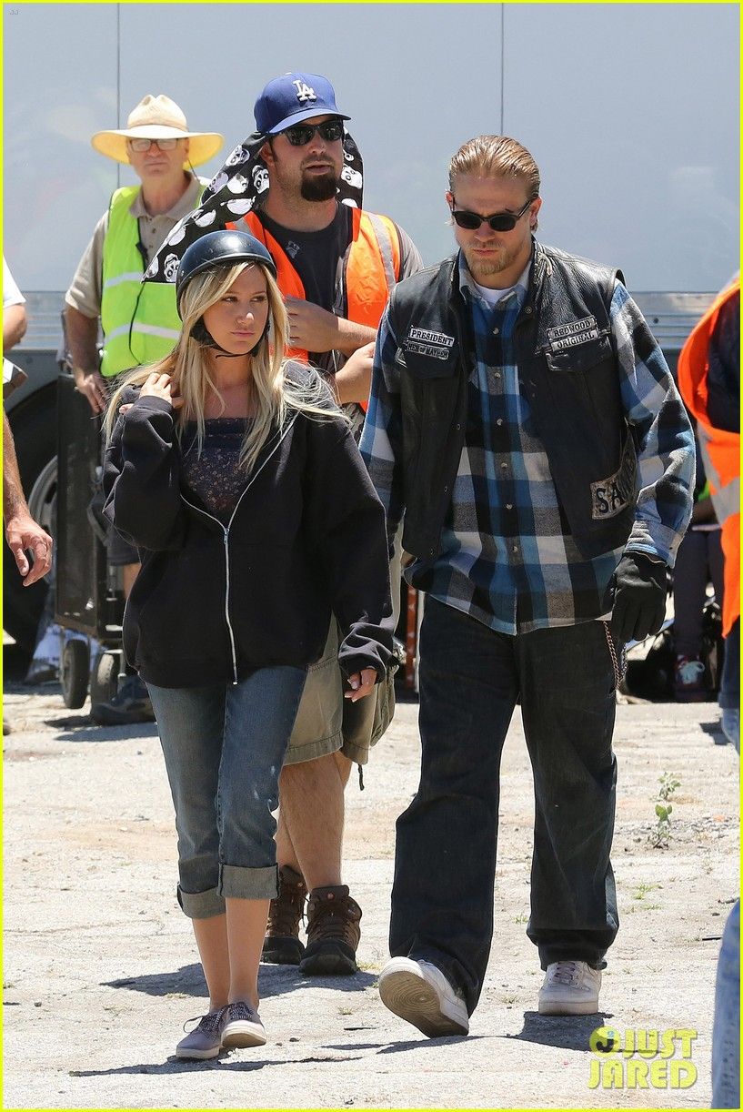 ashley tisdale charlie hunnam sons of anarchy 01