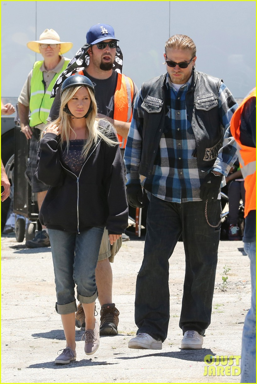 ashley tisdale charlie hunnam sons of anarchy 15