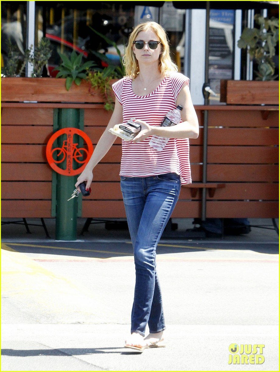 emily vancamp errands west hollywood 02