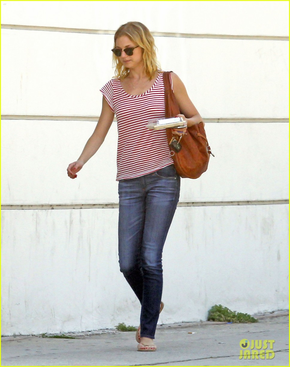 emily vancamp errands west hollywood 04