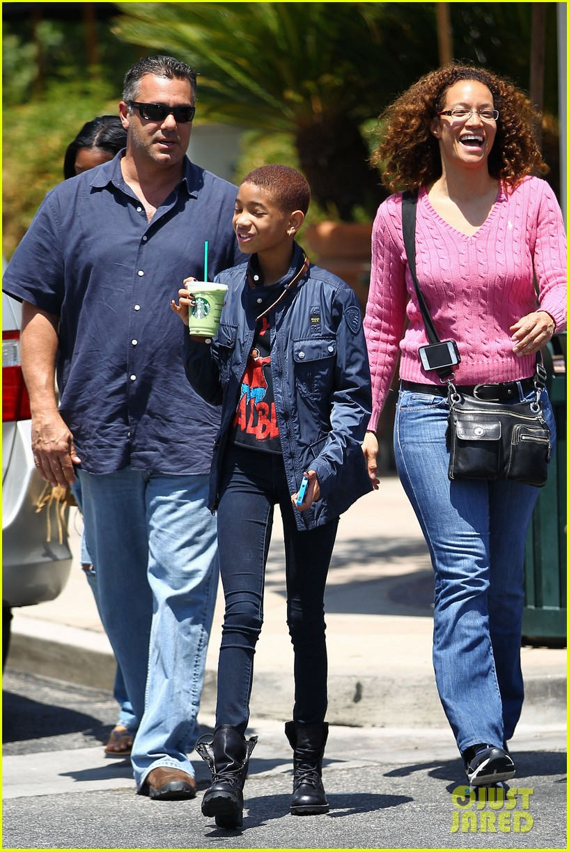 willow smith starbucks stop 132669884