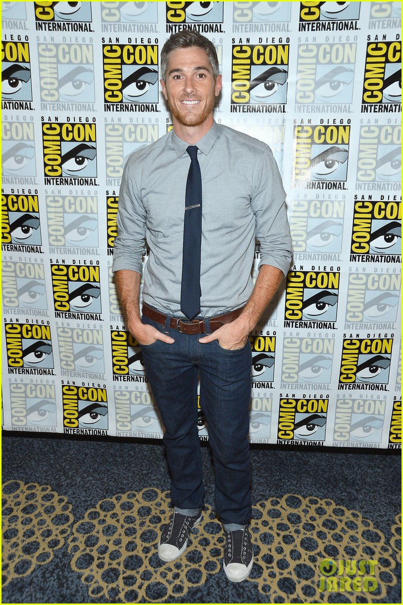 dave annable rachael taylor 666 park avenue at comic con 072687522