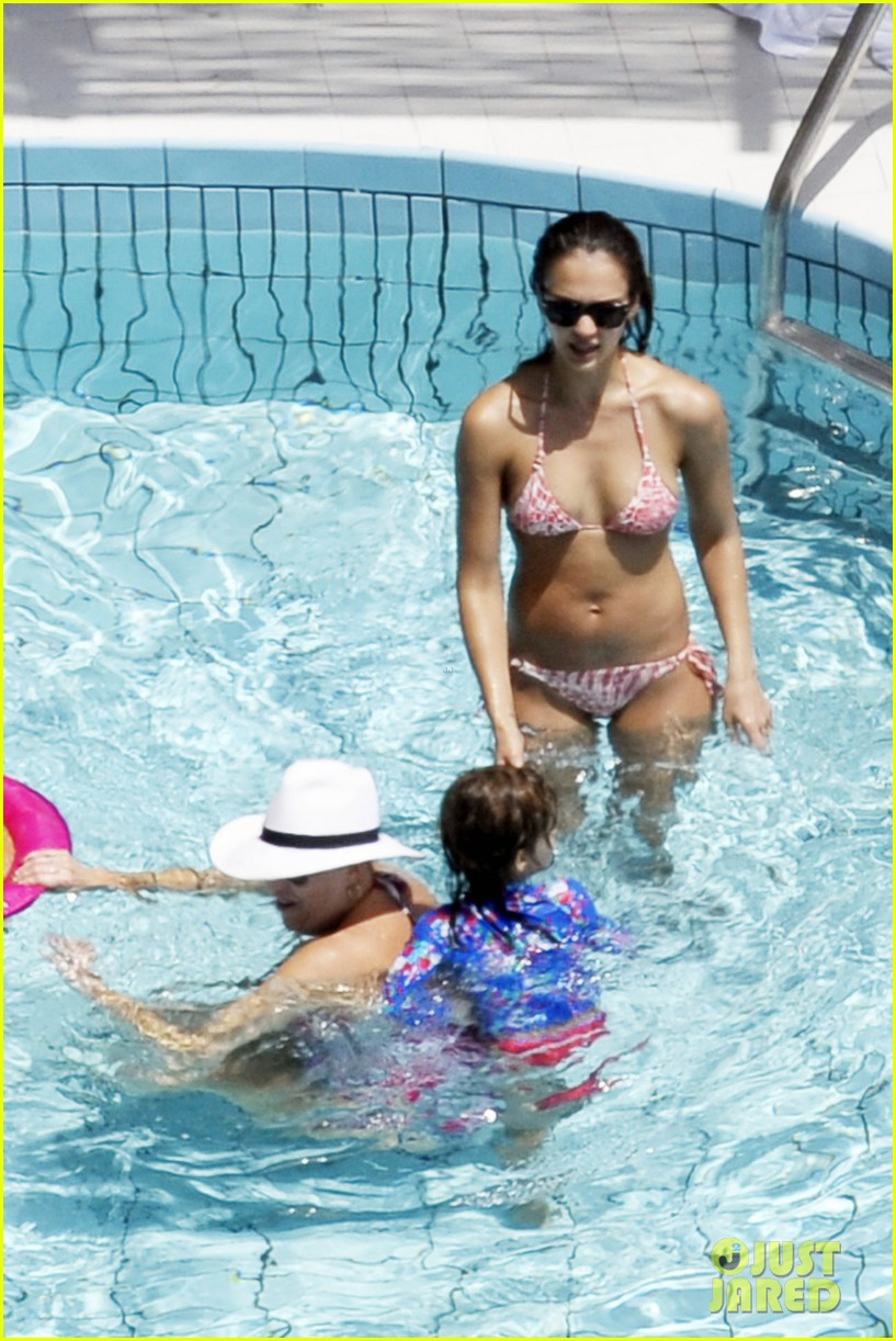jessica alba italy bikini vacation 07