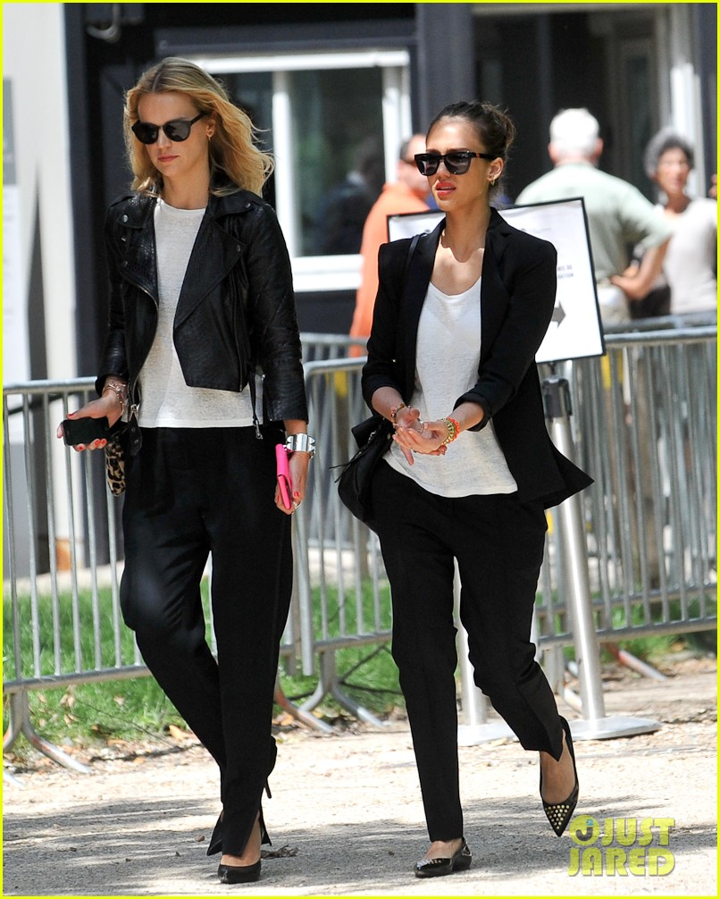 jessica alba paris shopping 02