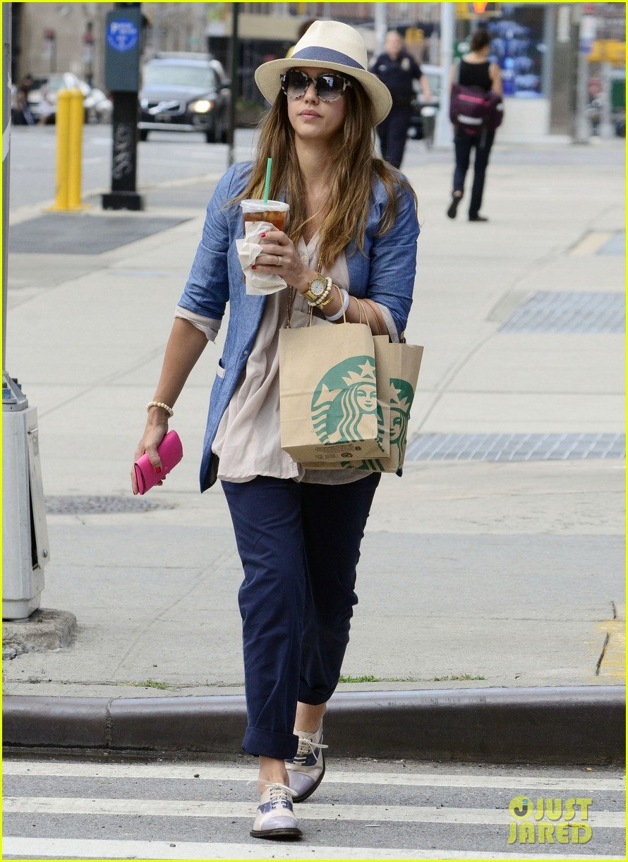 jessica alba solo starbucks 08