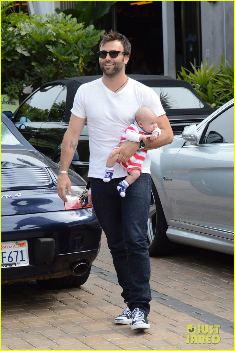 alessandra ambrosio 4th of july with jamie mazur baby noah 04