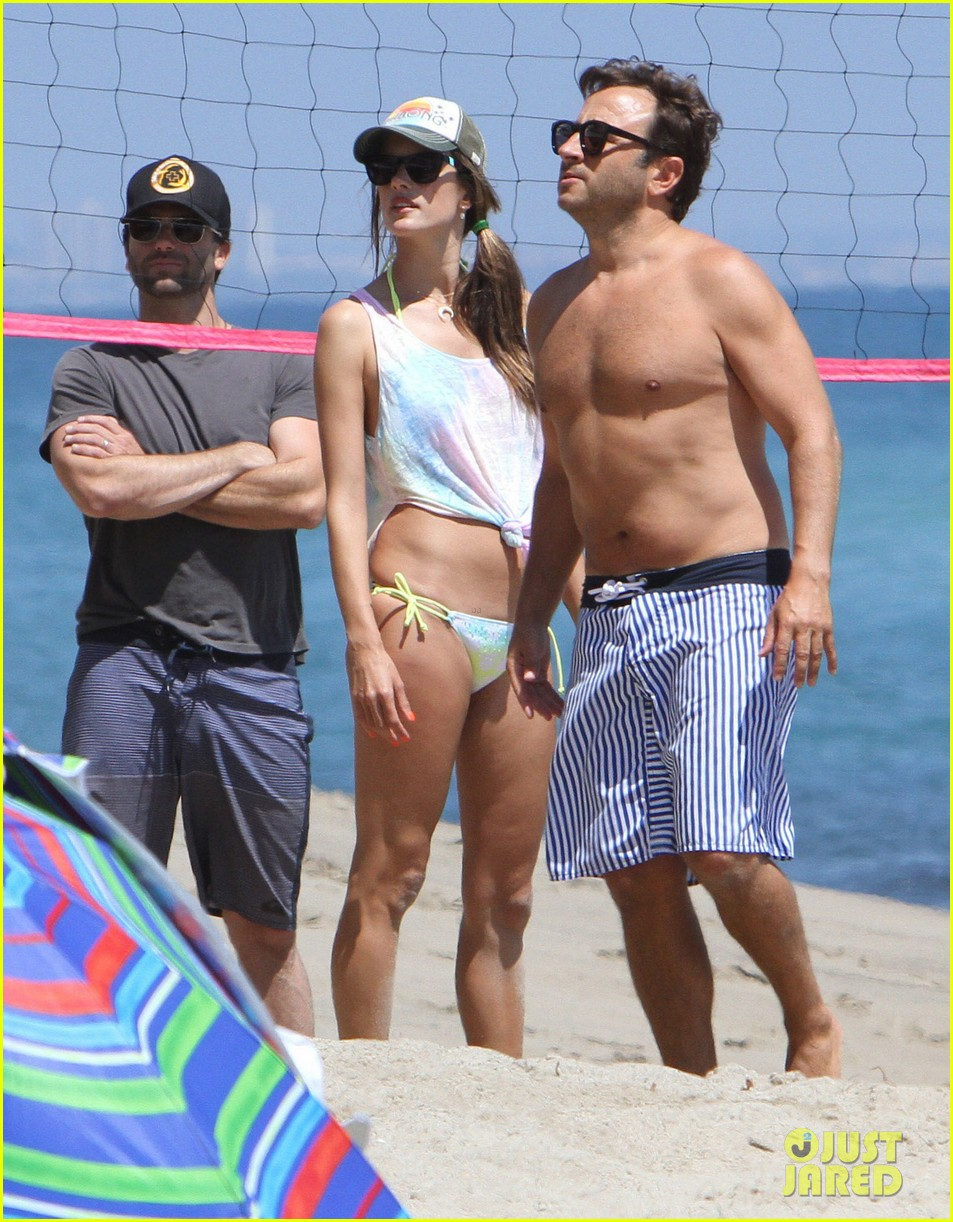 alessandra ambrosio beach day 06