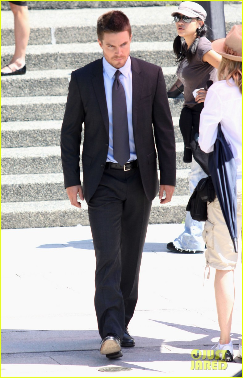 stephen amell suits up on arrow set 01