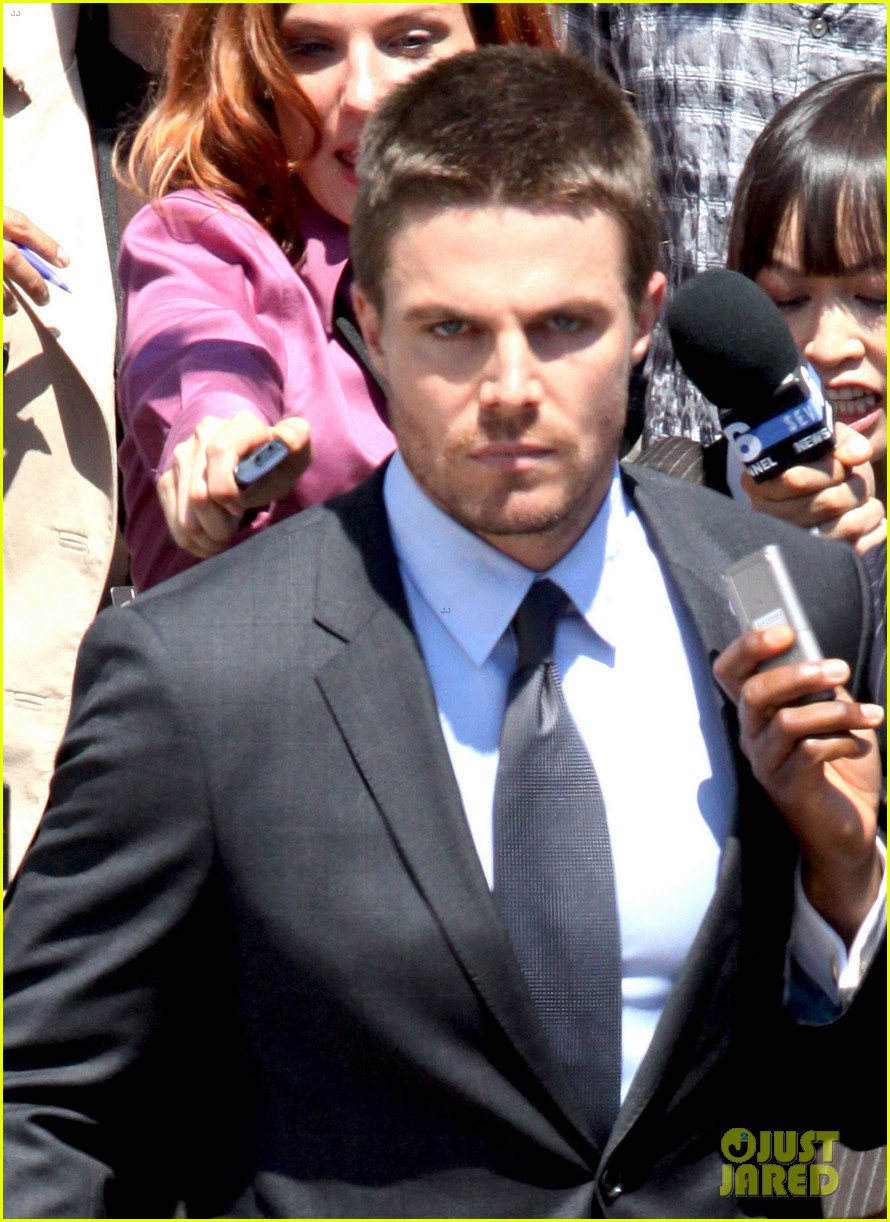 stephen amell suits up on arrow set 02