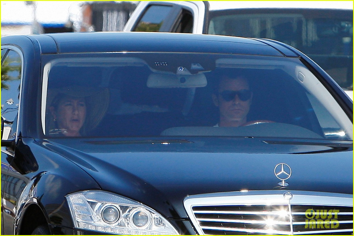jennifer aniston justin theroux furniture shopping 16