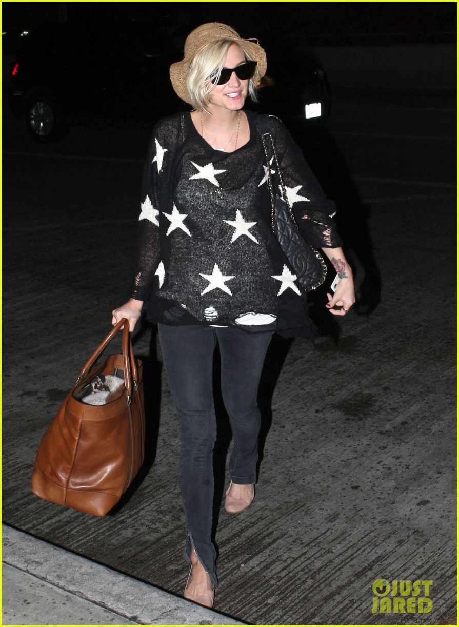 ashlee simpson star sweater at lax 012686991