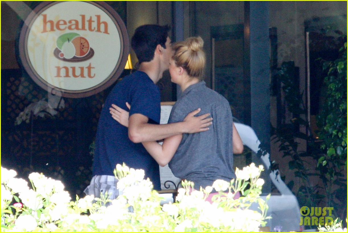 ireland baldwin health nut lunch after alec baldwins wedding 03
