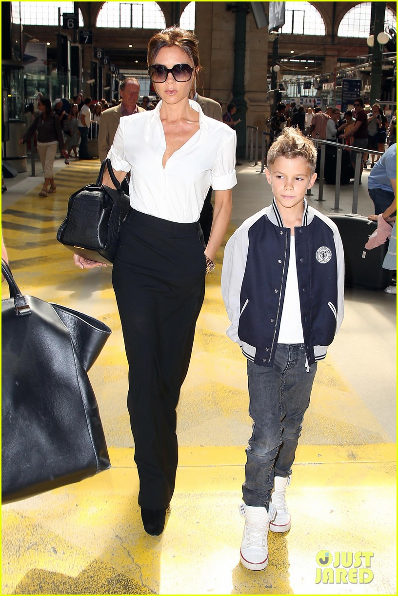 victoria beckham parisian shopping spree with cruz 04