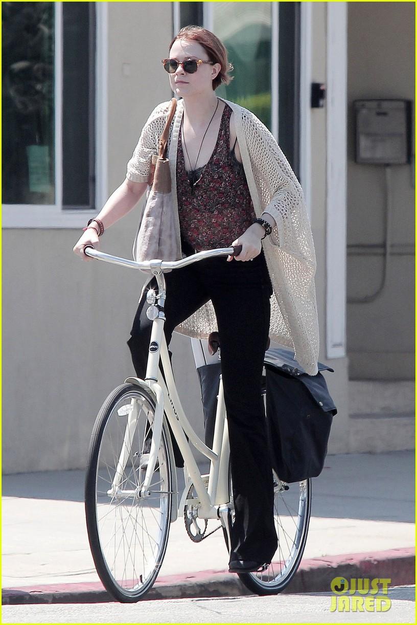 evan rachel wood jamie bell ride bikes 05