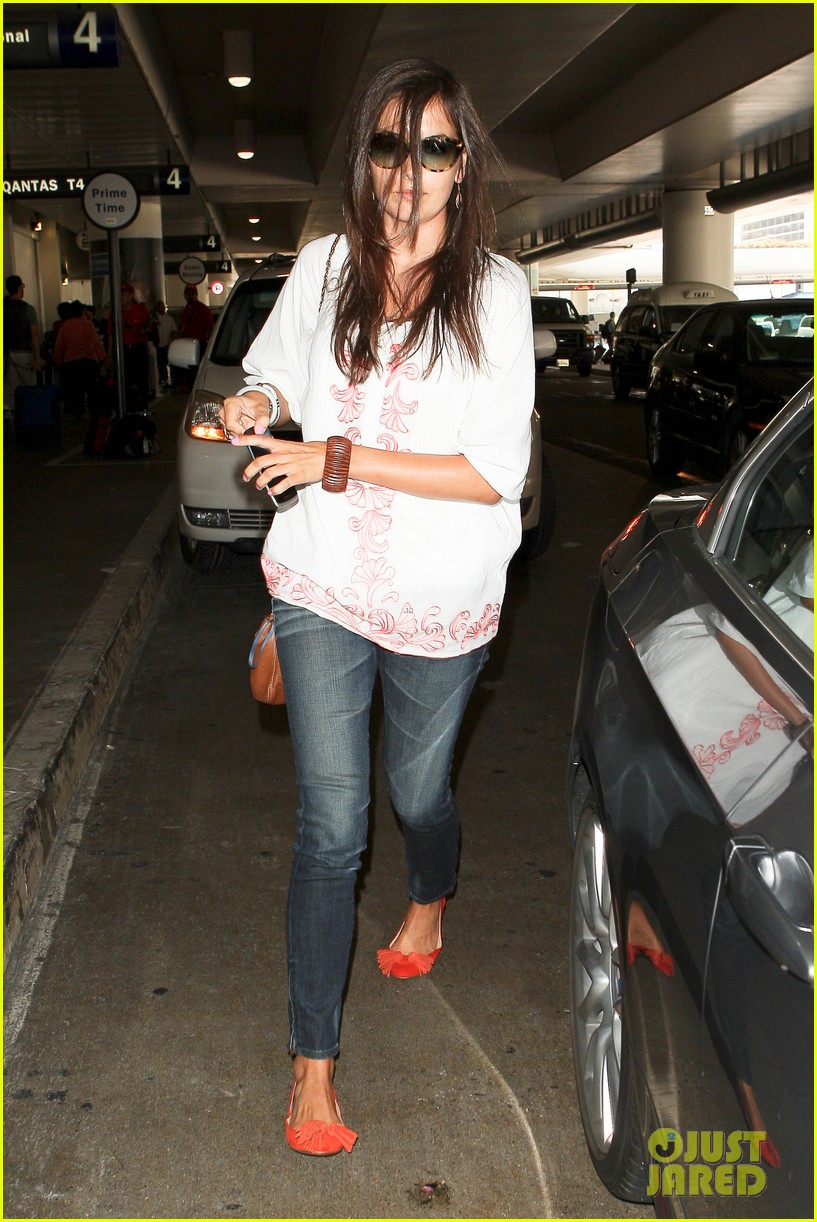 camilla belle lands in los angeles with evolet 08