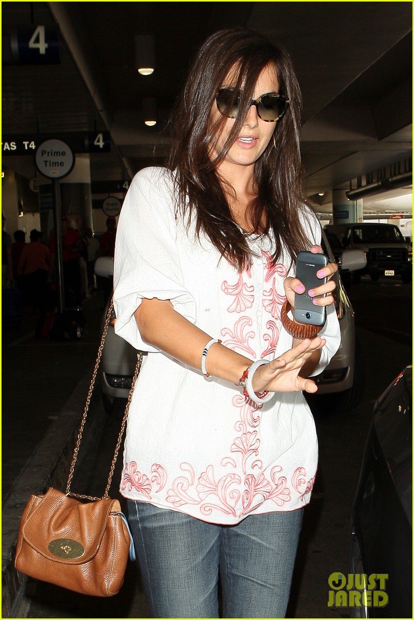 camilla belle lands in los angeles with evolet 09