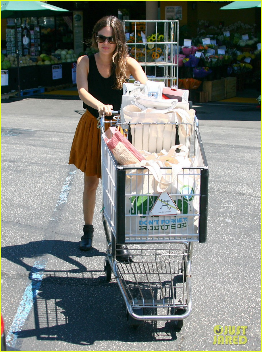 rachel bilson whole foods grocery shopping 17