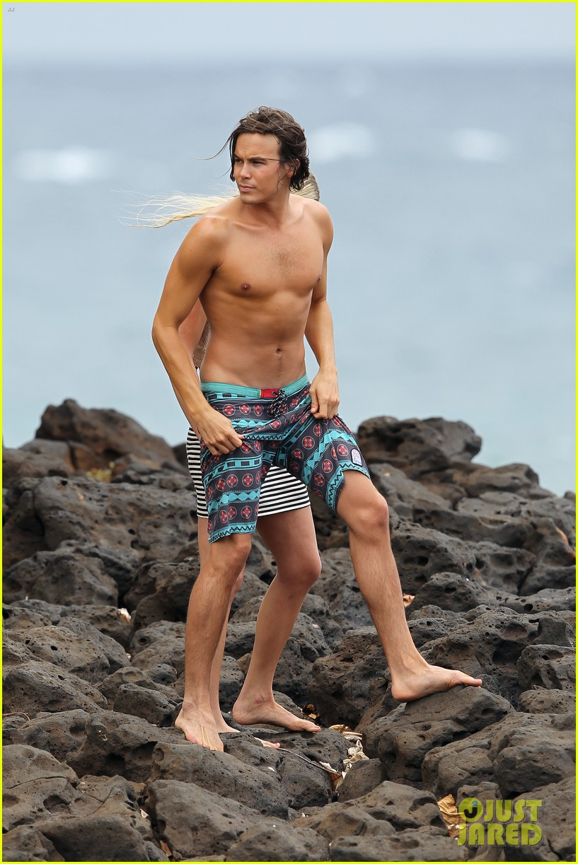 tyler blackburn hammock hottie pretty little liars 02