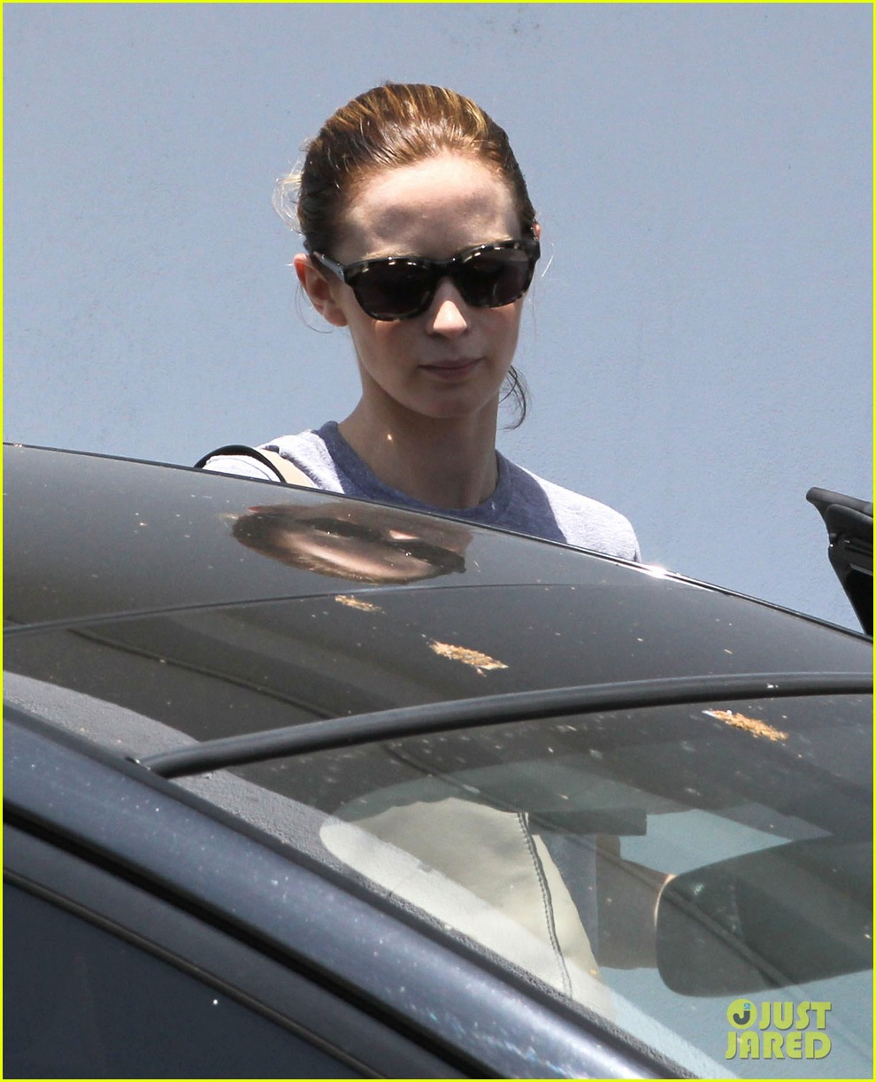 emily blunt low key gym departure 08