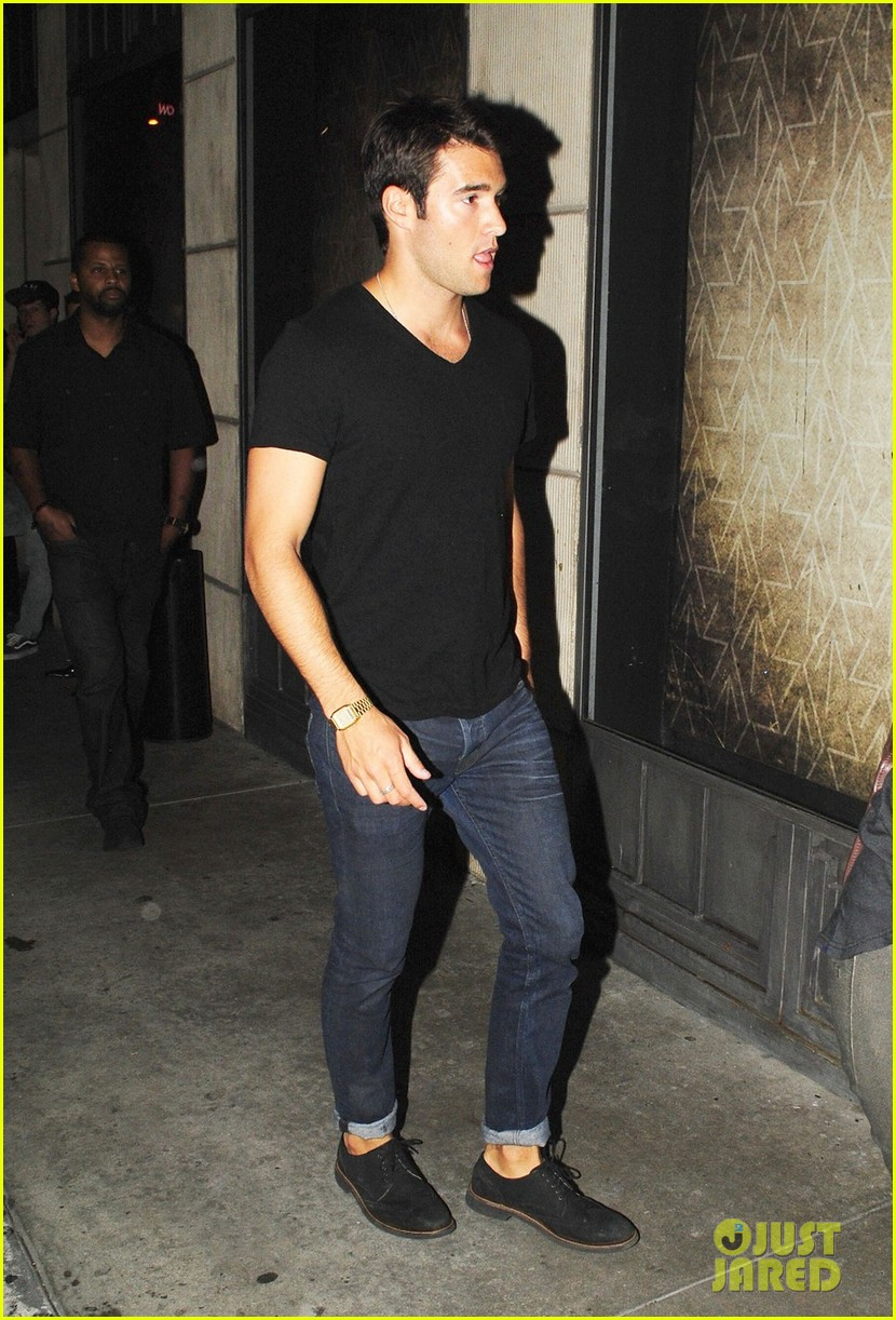 emily vancamp josh bowman night out 04