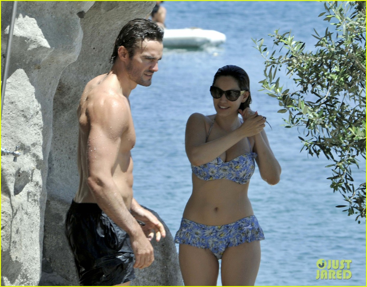 bikini clad kelly brook kisses shirtless thom evans in ischia 04