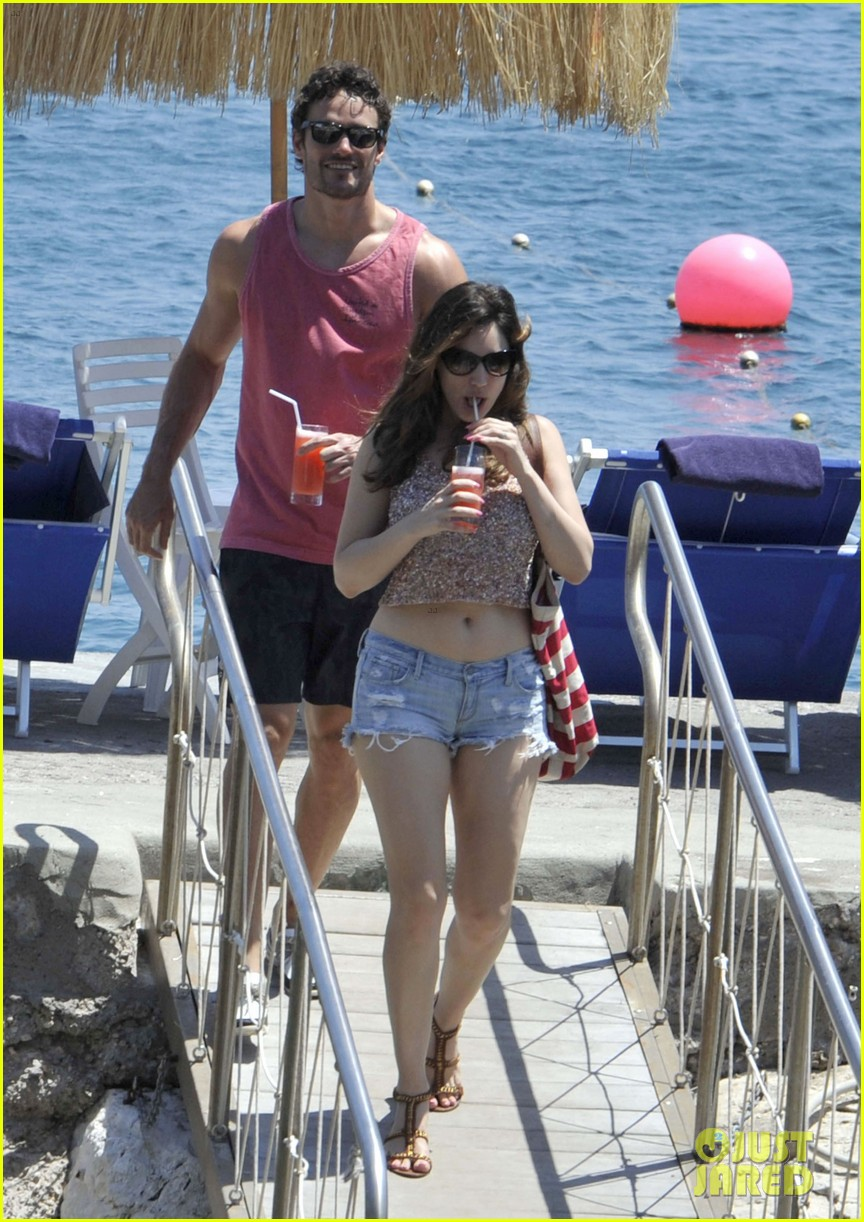 bikini clad kelly brook kisses shirtless thom evans in ischia 10
