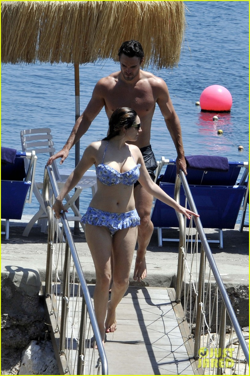 bikini clad kelly brook kisses shirtless thom evans in ischia 16
